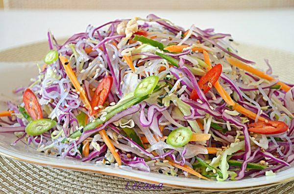 Как приготовить салат с фунчозой и с пекинской капустой