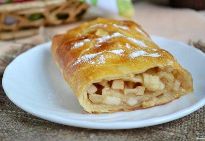 Рецепт яблочного штруделя из готового слоеного теста