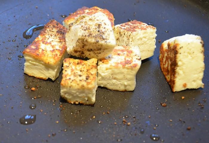 Обжаренный сыр в специях: Панир масала