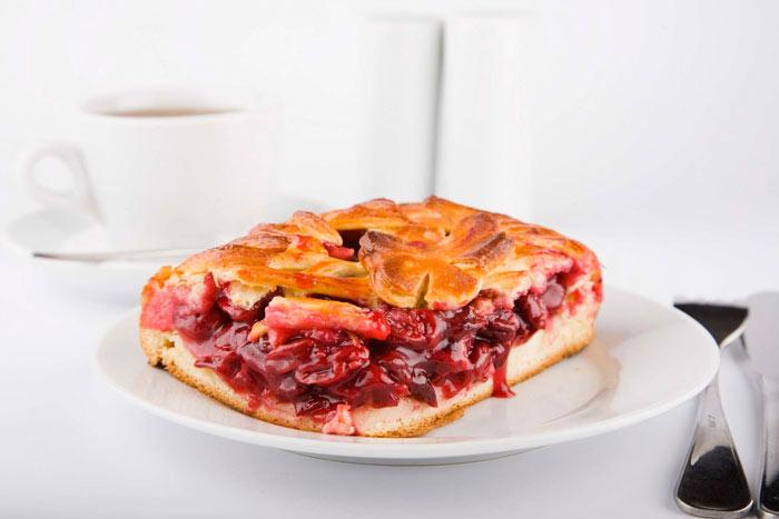 Как приготовить дрожжевой пирог из вишни
