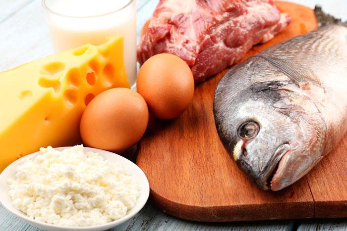 В безуглеводной диете разрешены любые виды мяса в чистом виде, рыба и яйца