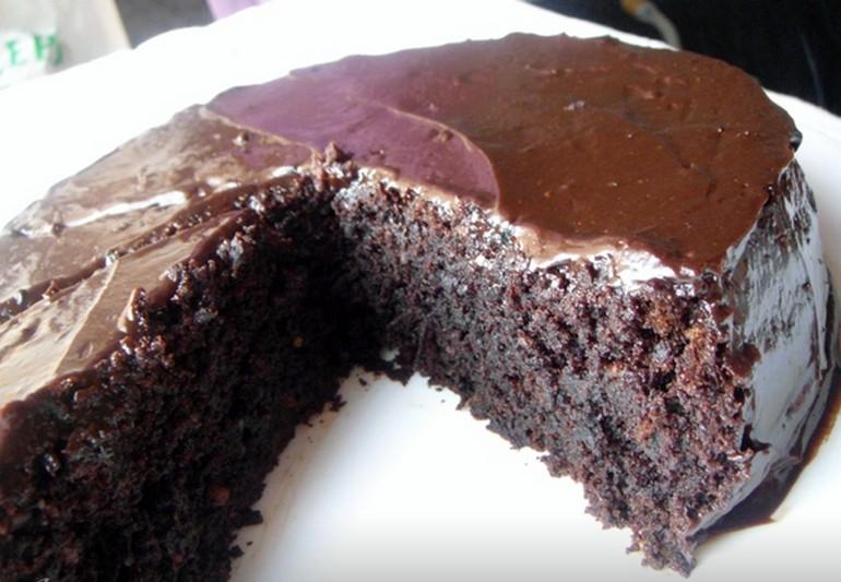Как приготовить шоколадно-свекольный торт с миндалем
