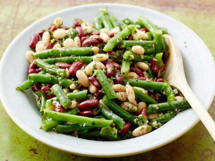 10 удивительных рецептов салата с фасолью без мяса