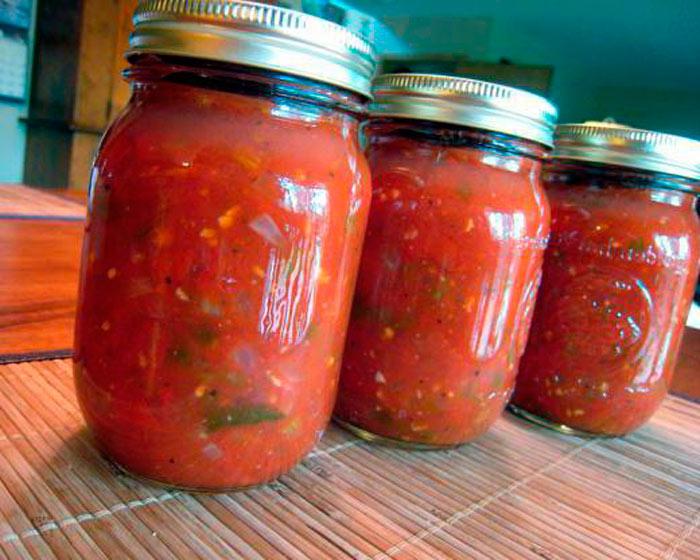 Классический рецепт хреновой закуски из помидор на зиму