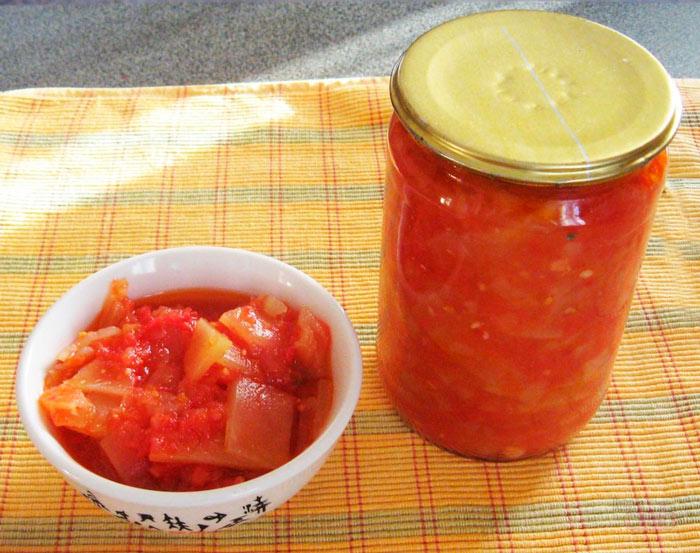 Вкусный салат на зиму с томатной пастой
