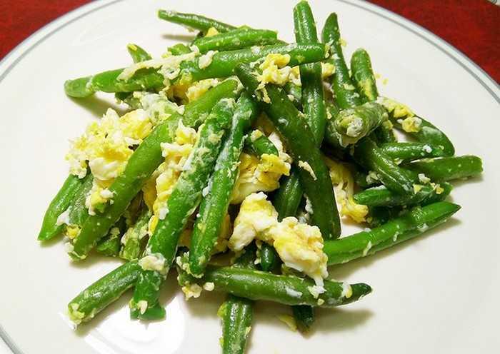 Как вкусно приготовить стручковую фасоль с яйцом