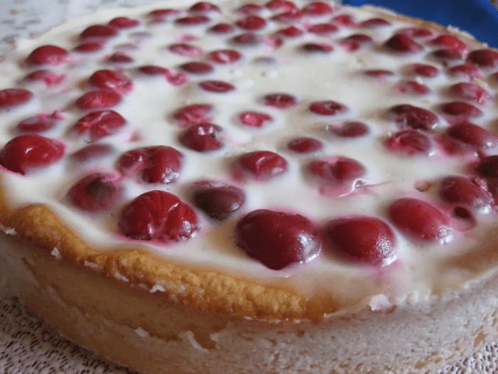 Заливной вишневый пирог