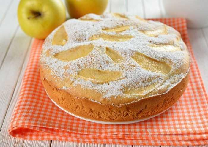 Яблочный пирог на кефире в мультиварке