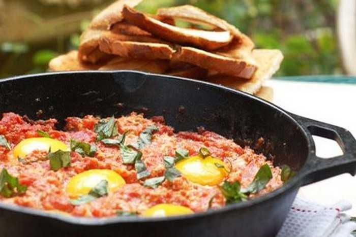 Как приготовить яичницу с помидорами: бомбические рецепты приготовления