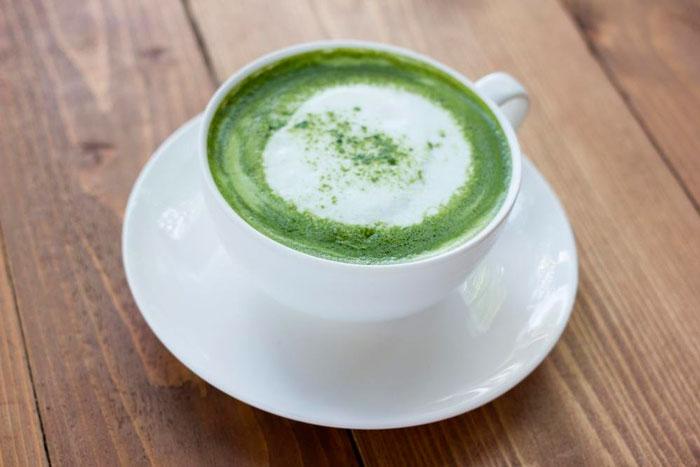 Пряный чай латте с кокосовым молоком