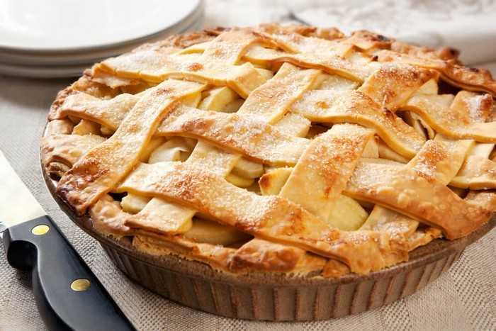 Рецепты домашнего яблочного пирога из слоеного теста