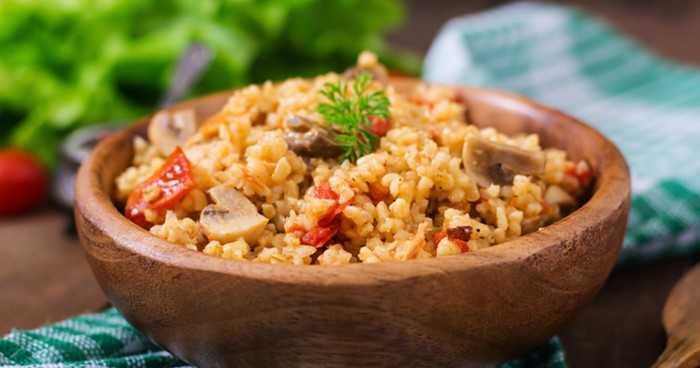 Томатный рис с грибами