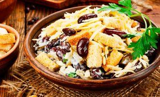 Рецепты салатов с фасолью и сухариками фото