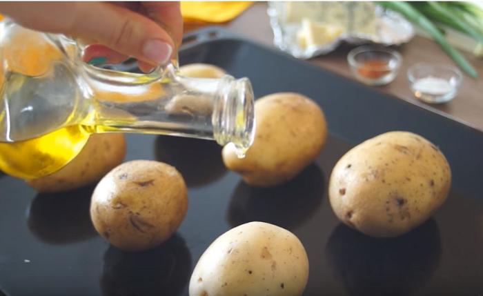 Картошка в духовке с сыром – Дор Блю