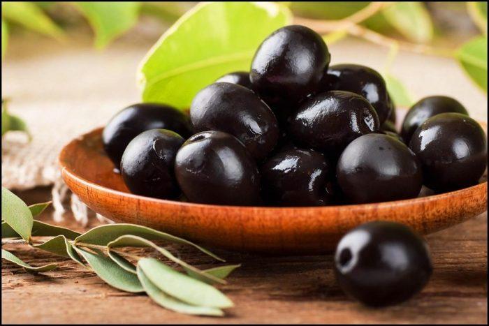 Почему оливки становятся черными