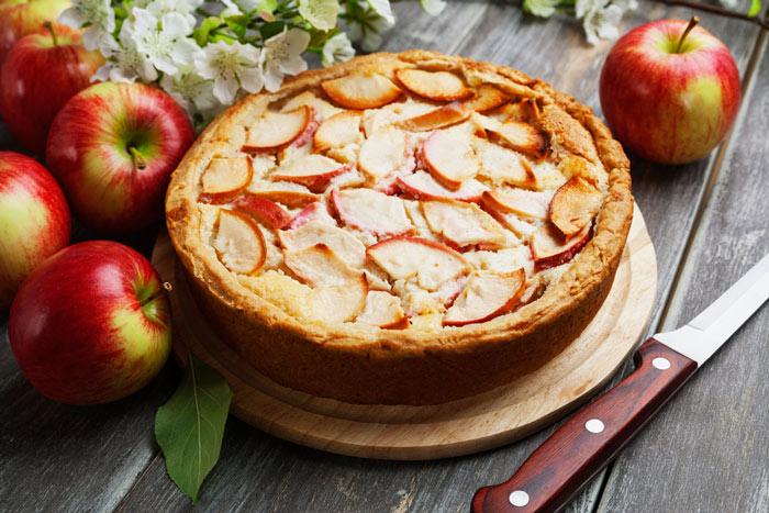 Яблочная шарлотка с сидром