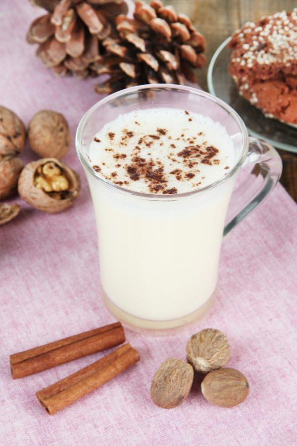 Как правильно пить кефир с корицей на ночь: долой лишние килограммы