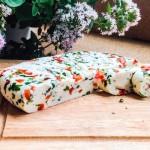 Домашний сыр с паприкой и зеленью — рецепт