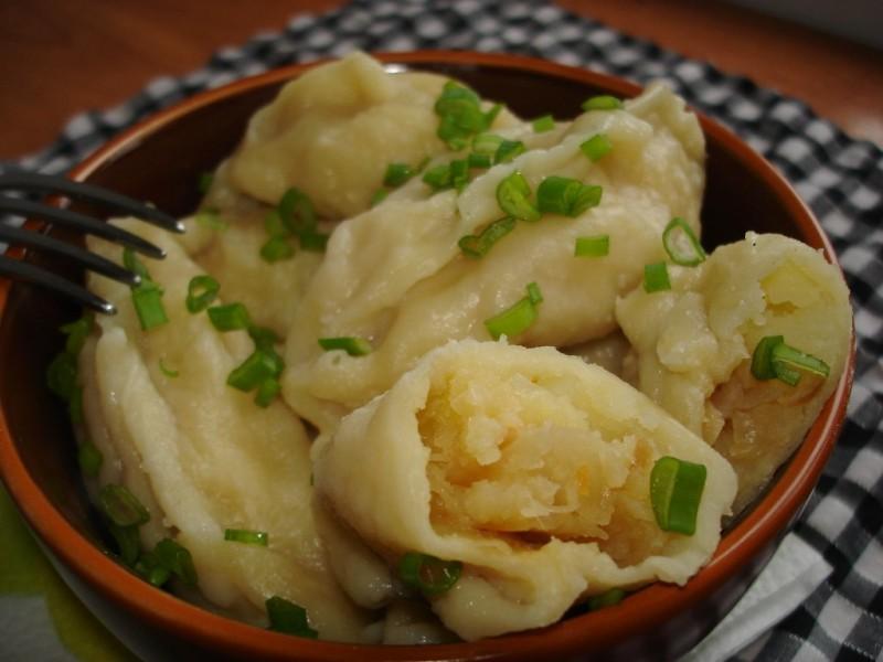 Очень вкусные постные вареники с картошкой и зеленью на тесте без яиц