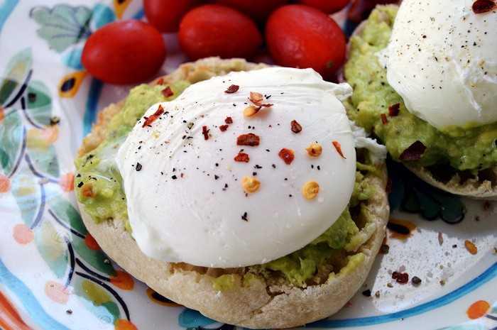 Как приготовить яйца бенедикт: изысканный английский рецепт