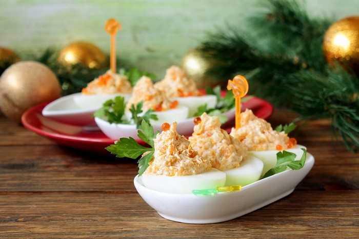 Вкусные фаршированные яйца: интересные варианты начинок