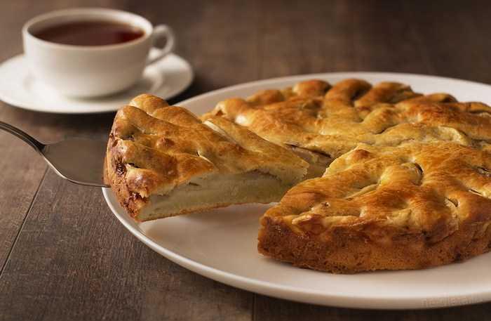 Вкусные и простые рецепты творожного пирога с яблоками