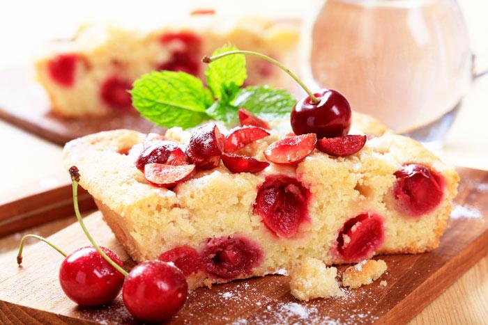 Открытый пирог с вишней на кефире