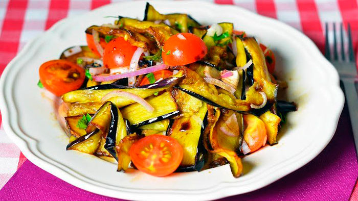 Вкусные и простой осенний салат из баклажанов с помидорами от Юлии Высоцкой
