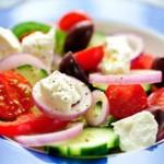 Греческий салат с помидорами