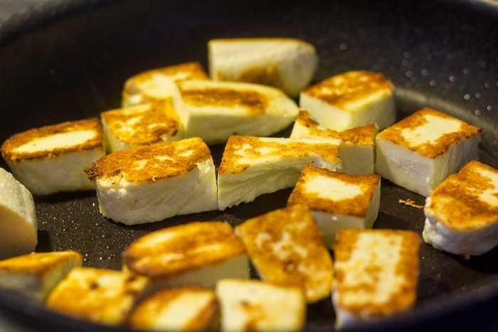 Как пожарить сыр на сковороде