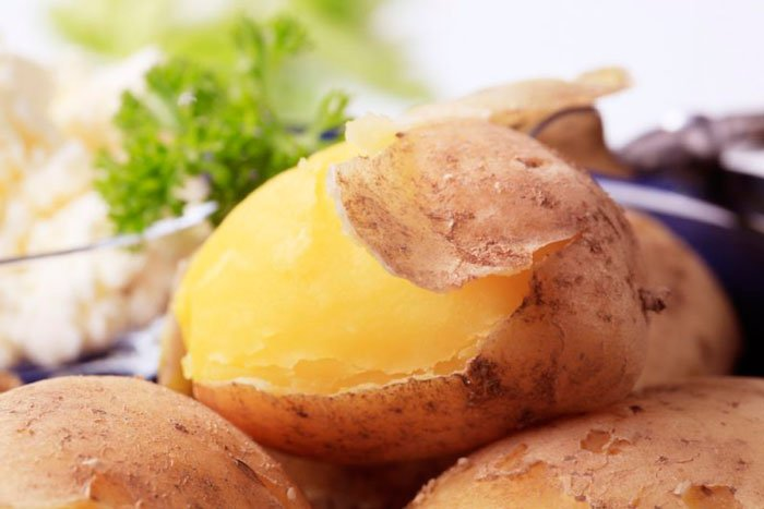 Как быстро сварить картошку в мундирах с помощью микроволновки