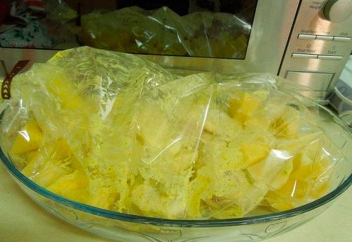 Картофель, приготовленный в пакете