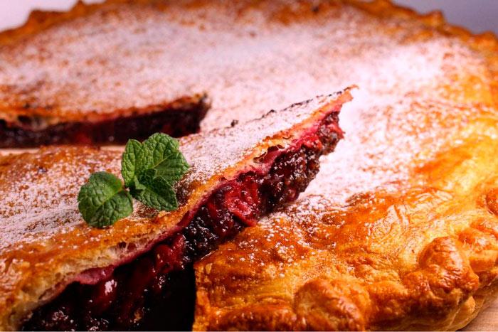Пирог с вишней на сметане