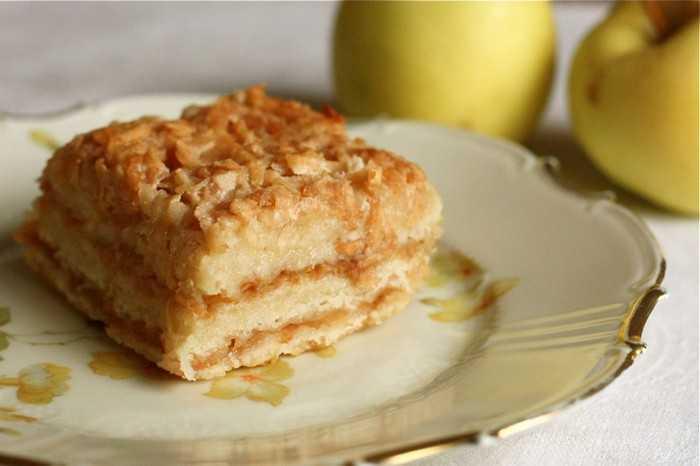 Болгарский ленивый пирог с яблоками