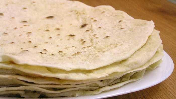Пресные лепешки на сковороде вместо хлеба