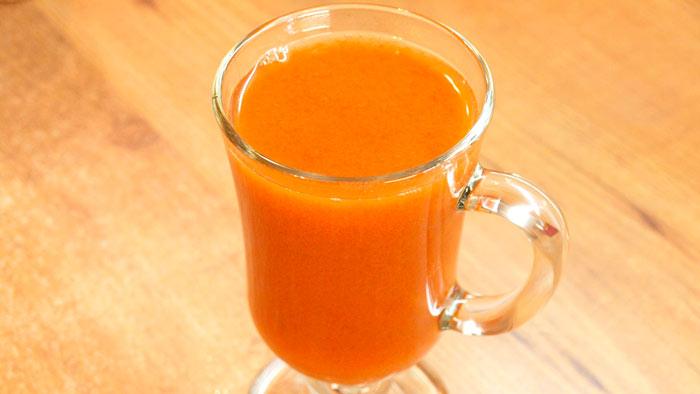 Домашний сок из желтой сливы в соковыжималке