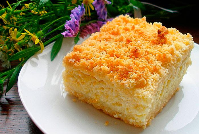 Тертый пирог без яиц с творогом