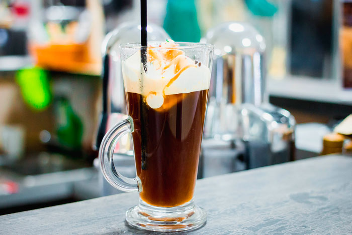 Что можно добавить в кофе для вкуса: какие сиропы можно добавлять в напиток
