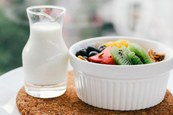 Чем отличается йогурт от кефира и что из них полезнее