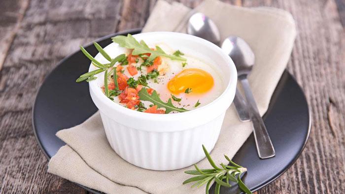 Запеченные яйца с черри
