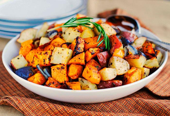 Запеченная картошка с овощами