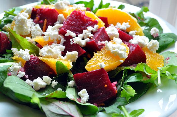 Летний салат с листьями
