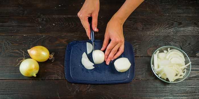 Как быстро нарезать лук без слез