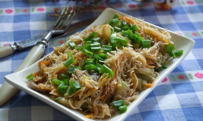 Как приготовить рисовую лапшу с овощами по-китайски