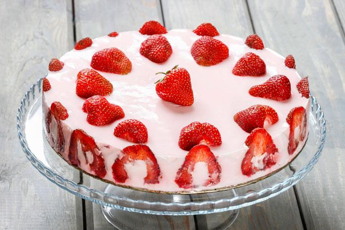 Творожный торт с клубникой без духовки
