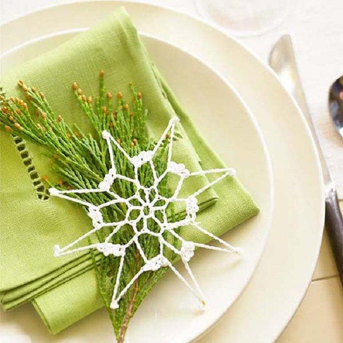 Новые интересные идеи украшения праздничного стола на Новый год