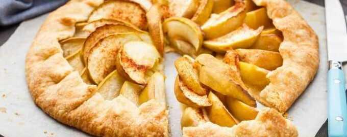 яблочны пирог из слоеного теста