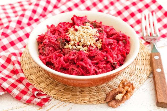 Простой диетический салат из свеклы без майонеза