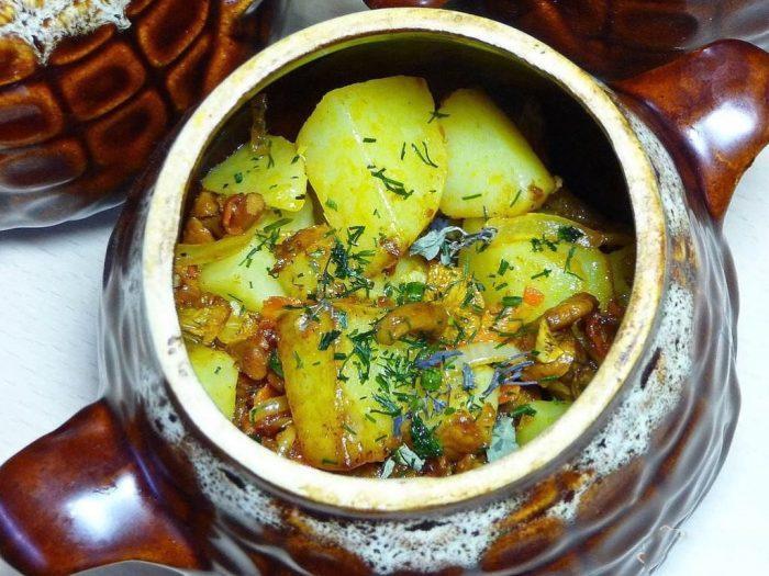 Рецепты приготовления картошки в горшочках в духовке на скорую руку