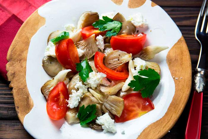 Праздничный салат с грибами